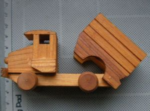 Camion de lemn, macheta